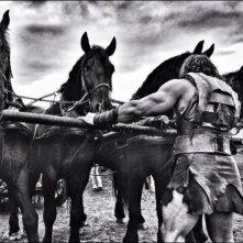 Hercules - Il Guerriero: Dwayne Johnson alle prese con un gruppo di cavalli da trascinare