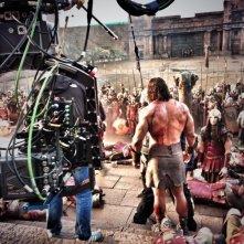 Hercules - Il Guerriero: Dwayne Johnson di spalle sul set in mezzo ai suoi soldati