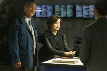 The Blacklist: James Spader e Megan Boone in una scena dell'episodio No. 84: Wujing