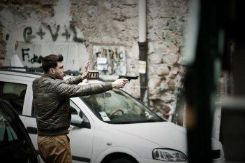 Song'e Napule: Alessandro Roja in una scena