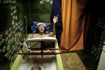 Song'e Napule: Alessandro Roja in una scena del film