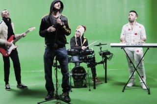 Song'e Napule: Giampaolo Morelli, Ciro Petrone, Franco Ricciardi e Ivan Granatino in una scena