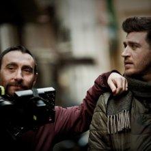 Song'e Napule: il regista Antonio Manetti sul set con Alessandro Roja