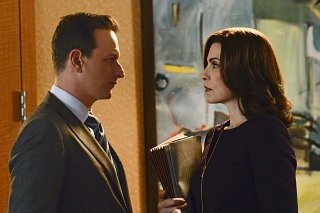 The Good Wife: Julianna Margulies e Josh Charles in una scena dell'episodio A Precious Commodity