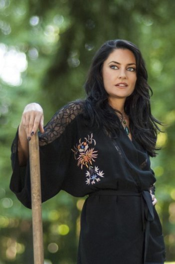 Witches of East End, Madchen Amick in Marilyn Fenwick, R.I.P. - episodio della prima stagione