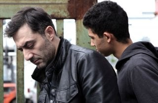 I corpi estranei: Filippo Timi e Jaouher Brahim in una scena sono Antonio e Jaber