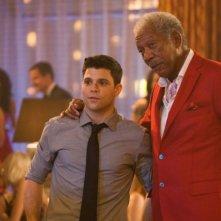 Last Vegas: Jerry Ferrara in una scena del film con Morgan Freeman