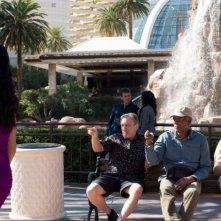 Last Vegas: Michael Douglas, Morgan Freeman, Kevin Kline e Robert De Niro ammirano il 'panorama' di Las Vegas