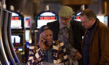 Last Vegas: Morgan Freeman, Kevin Kline e Robert De Niro al casinò in una scena del film