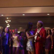 Last Vegas: Morgan Freeman sulla pista da ballo in dolce compagnia in una scena del film