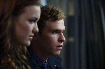 Agents of S.H.I.E.L.D.: Elizabeth Henstridge e Iain De Caestecker nell'episodio Eye Spy