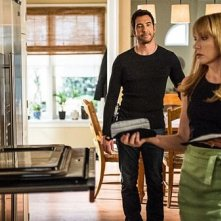 Hostages: Toni Collette e Dylan McDermott in una scena dell'episodio 2:45 PM