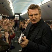 Non-Stiop: Liam Neeson in aereo con la pistola in mano