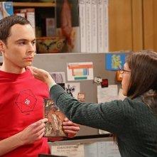 The Big Bang Theory: Mayim Bialik e Jim Parsons nell'episodio The Raiders Minimization