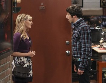 The Big Bang Theory: Melissa Rauch e Simon Helberg nell'episodio The Workplace Proximity