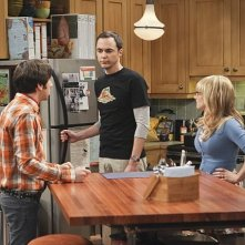 The Big Bang Theory: Simon Helberg, Jim Parsons e Melissa Rauch nell'episodio The Workplace Proximity