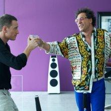 The Counselor - Il procuratore: Javier Bardem con Michael Fassbender in una scena del thriller