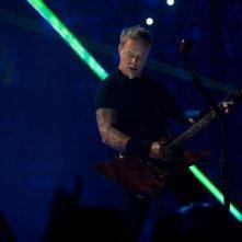 Metallica Through the Never: il cantante e chitarrista del gruppo James Hetfield in una scena