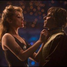 Venere in pelliccia: Emmanuelle Seigner con Mathieu Amalric in una scena del film