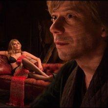 Venere in pelliccia: Mathieu Amalric in una scena del film con Emmanuelle Seigner