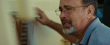 Captain Phillips: Tom Hanks impaurito in una scena del film