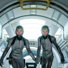 Ender's Game: Hailee Steinfeld insieme ad Asa Butterfield in una scena