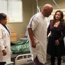 Grey's Anatomy: Debbie Allen, Chandra Wilson e James Pickens in una scena dell'episodio I Bet It Stung