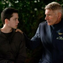 Il gioco di Ender: Asa Butterfield in una scena del film fantascientifico con Harrison Ford