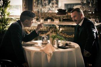 Peaky Blinders: Sam Neill e Cillian Murphy in una scena della serie