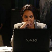 The Blacklist: Parminder Nagra in una scena dell'episodio The Courier