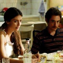 Elio Germano e Alessandra Mastronardi nel film L'ultima ruota del carro