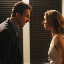 Revenge: Barry Sloane ed Emily VanCamp in una scena dell'episodio Mercy