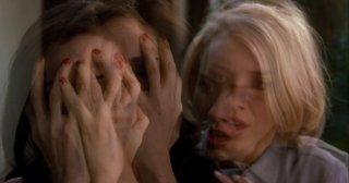 Naomi Watts e Laura Harrington in una scena di Mulholland Drive di D. Lynch