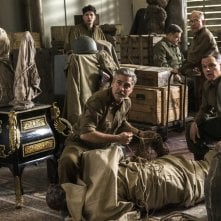 The Monuments Men: George Clooney, Matt Damon e John Goodman in una scena del film