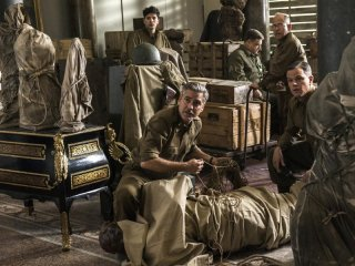 The Monuments Men: George Clooney, Matt Damon e John Goodman in una scena del film
