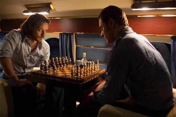 X-Men: Giorni di un futuro passato: Michael Fassbender e James McAvoy giocano a scacchi