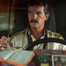 Antonio Banderas in una scena di Machete Kills