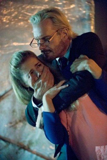 Arrow: Michael Eklund e Emily Bett Rickards in una scena dell'episodio della stagione 2, Broken Dolls