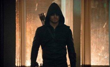 Arrow: Stephen Amell in una scena dell'episodio della stagione 2, Broken Dolls