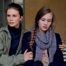 Giovane e bella: Marine Vacth in una scena del film insieme a Jeanne Ruff