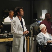 Grey's Anatomy: Patrick Dempsey, Gaius Charles e Jay Cramer in una scena dell'episodio Map of You