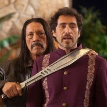 Machete Kills: Danny Trejo minaccia Demian Bichir in una scena del film