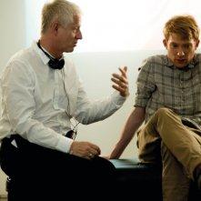 Questione di tempo: il regista Richard Curtis sul set con Domhnall Gleeson