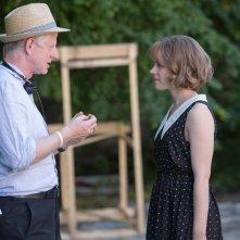 Questione di tempo: il regista Richard Curtis sul set con Rachel McAdams