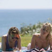 Questione di tempo: Vanessa Kirby in una scena con Margot Robbie