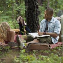 The Vampire Diaries: Kendrick Sampson e Candice Accola in una scena dell'episodio For Whom the Bell Tolls