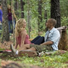 The Vampire Diaries: Kendrick Sampson e Candice Accola nell'episodio For Whom the Bell Tolls