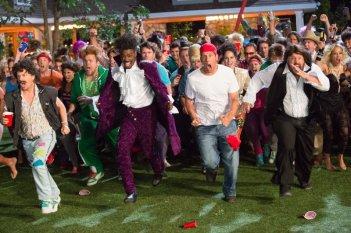 Un weekend da bamboccioni 2: Kevin James, Adam Sandler, David Spade e Chris Rock in una bizzarra scena del film