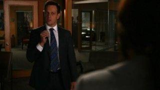 The Good Wife: Josh Charles in una scena dell'episodio Hitting the Fan