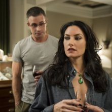 Witches of East End, Madchen Amick con Freddie Prinze in  A Few Good Talismen